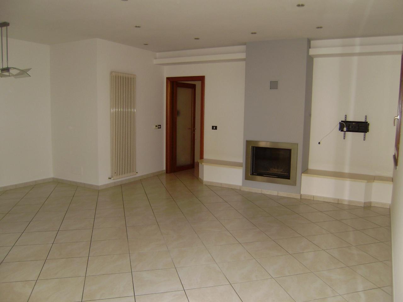Appartamento in ottime condizioni in affitto Rif. 8824356
