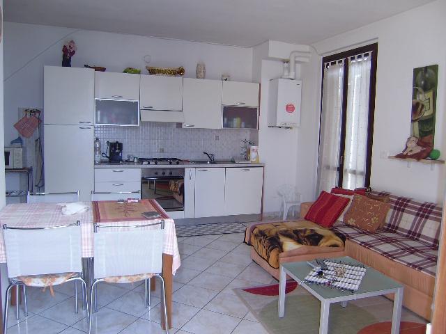 Appartamento in ottime condizioni arredato in affitto Rif. 8945034