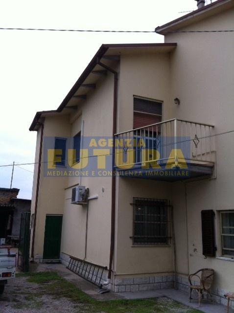 Villetta a schiera in discrete condizioni in vendita Rif. 5845173
