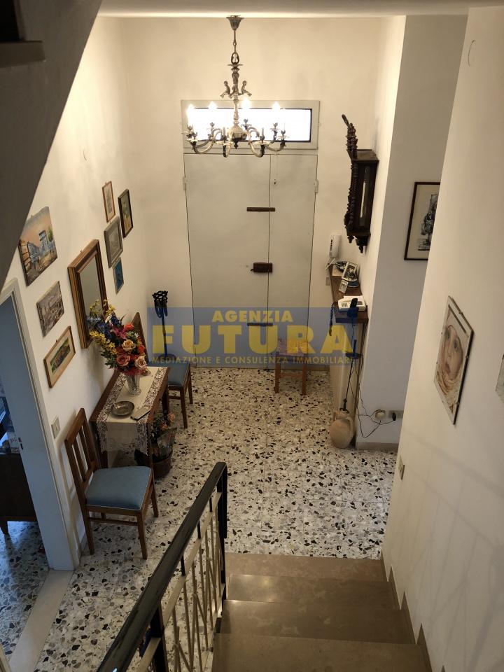 Villetta a schiera in buone condizioni in vendita Rif. 7102702