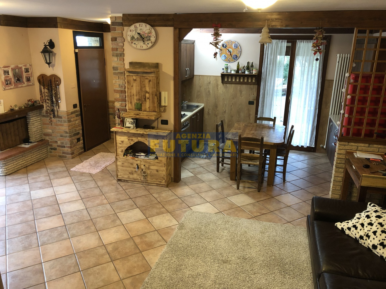 Villetta a schiera in buone condizioni in vendita Rif. 9355247