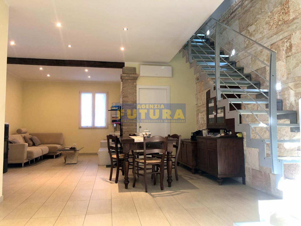 Villetta a schiera in ottime condizioni in vendita Rif. 9586007
