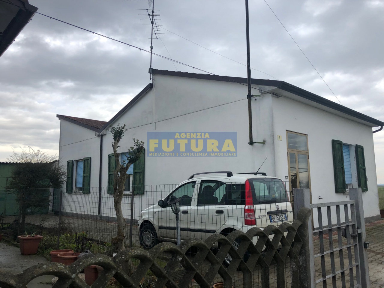 Casa Indipendente in discrete condizioni in vendita Rif. 9659597