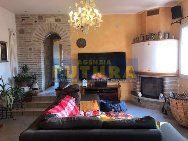 Villetta a schiera in buone condizioni in vendita Rif. 9700654