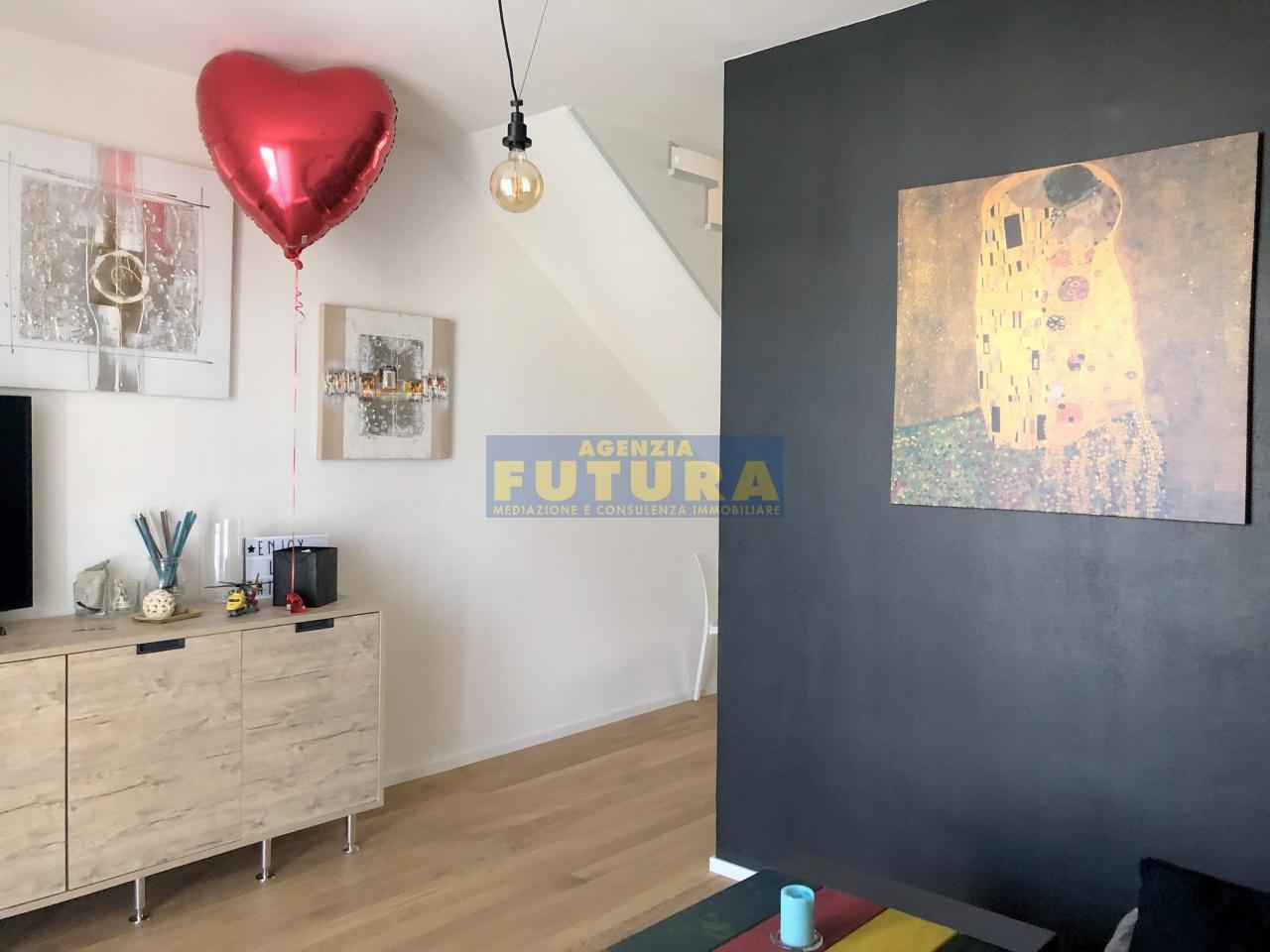 Appartamento in ottime condizioni in vendita Rif. 11010207