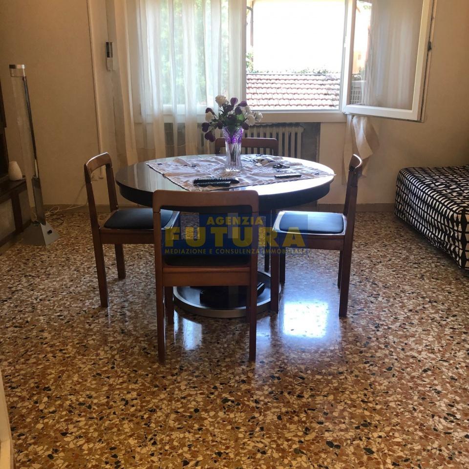 Appartamento in buone condizioni in vendita Rif. 10444252