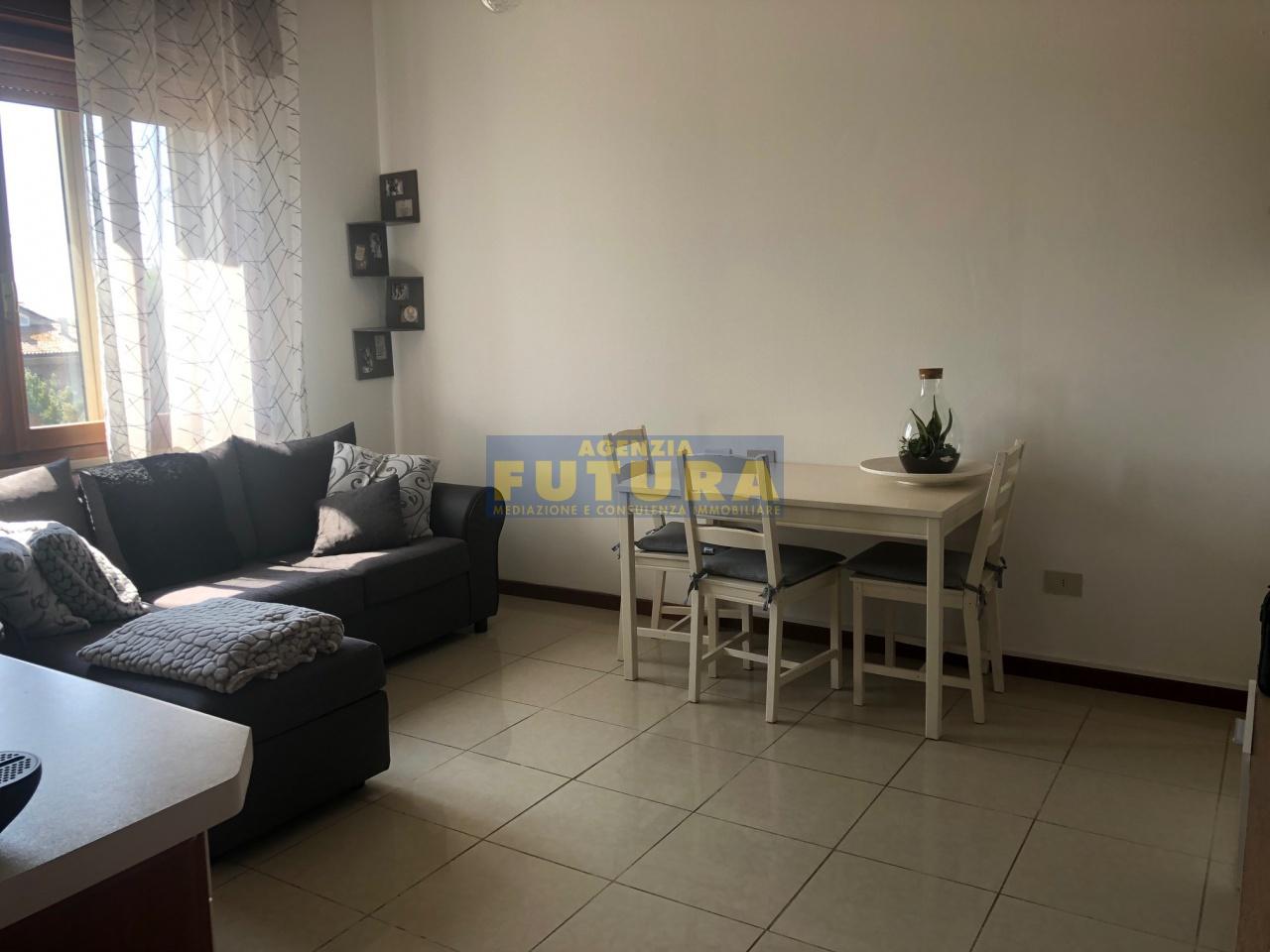 Appartamento in ottime condizioni arredato in vendita Rif. 10450925