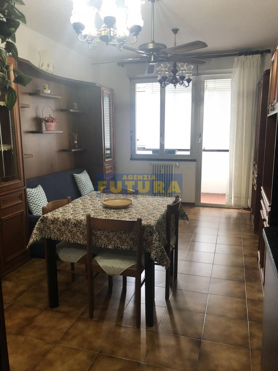 Appartamento in buone condizioni arredato in vendita Rif. 11343844