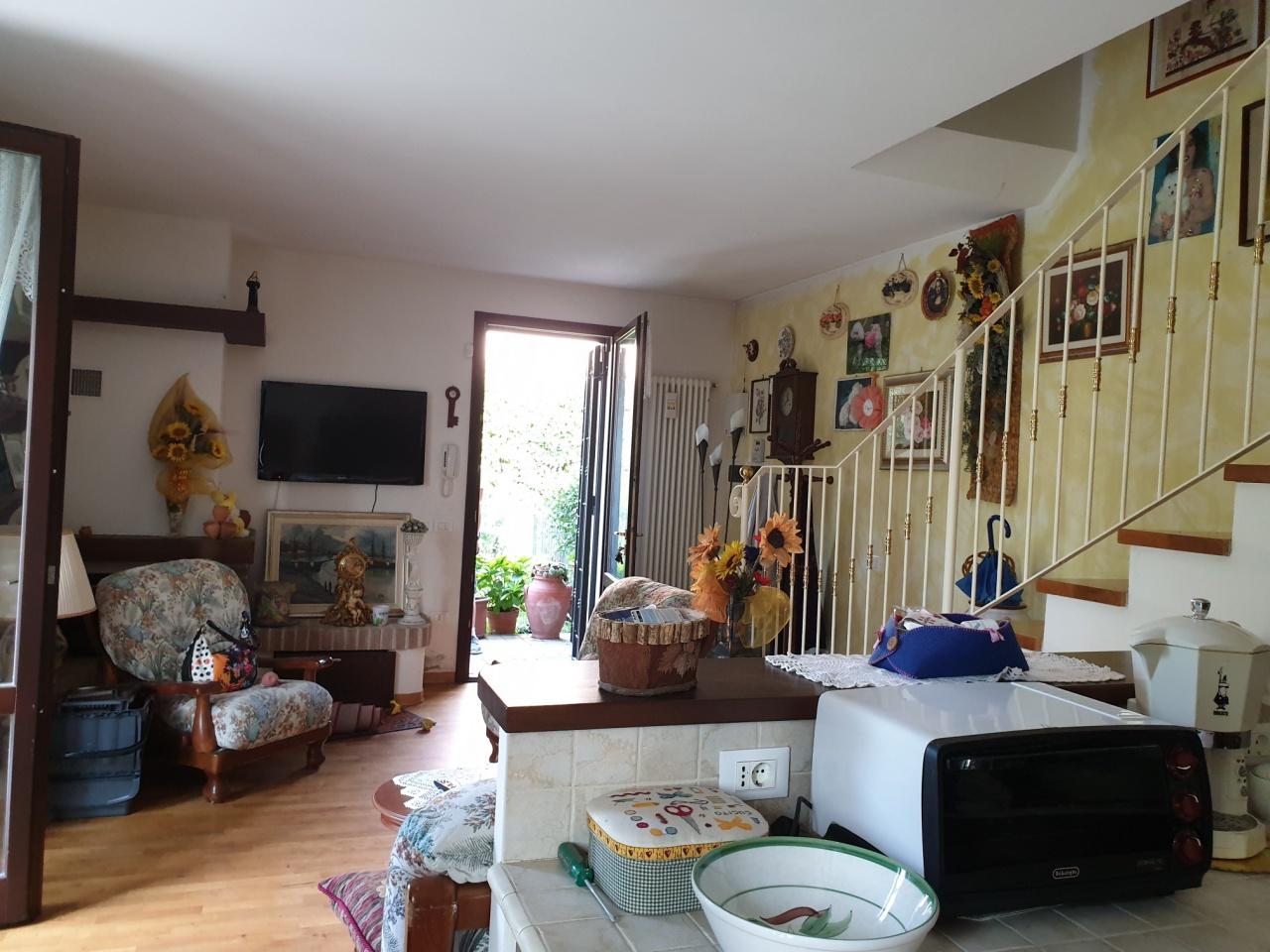 Villetta a schiera in ottime condizioni in vendita Rif. 10914170