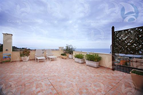 Appartamento in vendita a Albenga, 3 locali, prezzo € 590.000 | CambioCasa.it