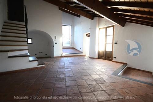 Appartamento in vendita a Villanova d'Albenga, 4 locali, prezzo € 350.000 | CambioCasa.it