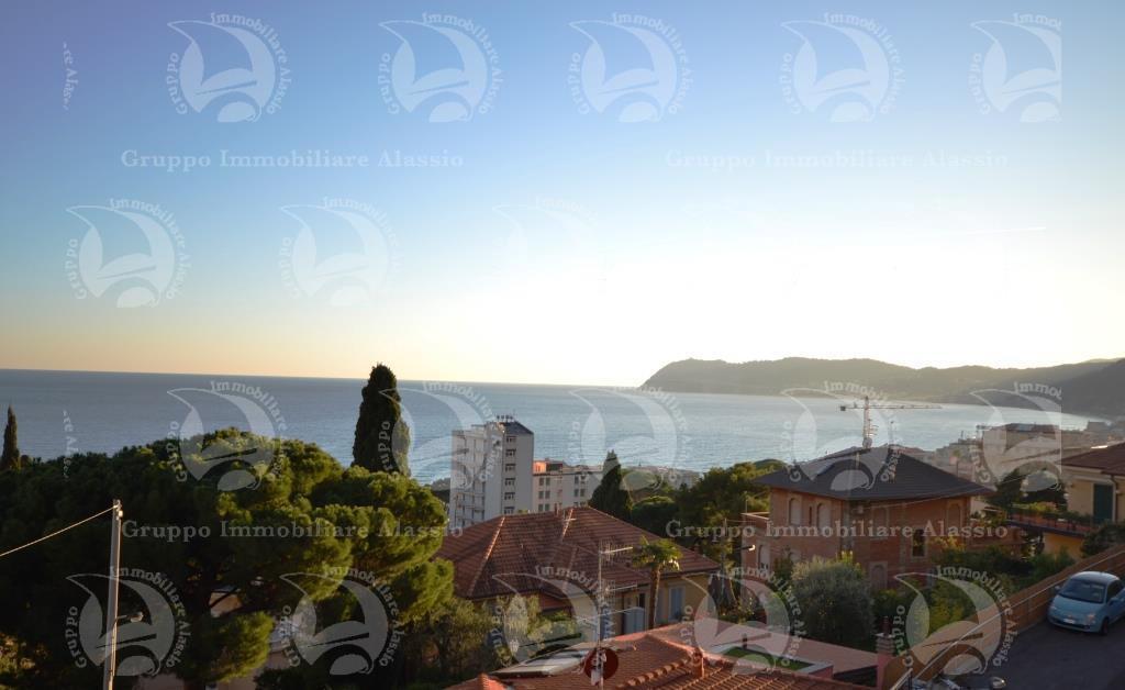 Appartamento in vendita a Alassio, 4 locali, prezzo € 380.000 | CambioCasa.it