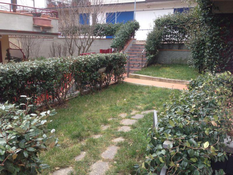 Ottimo stato, oltre sottotetto, cantina, garage, ampia terrazza e giardino. Disponibilità immediata.