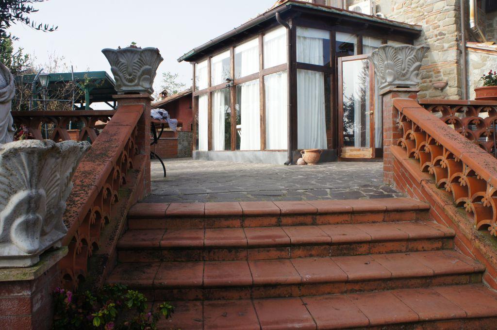 Villa in vendita a Reggello, 7 locali, prezzo € 600.000 | CambioCasa.it