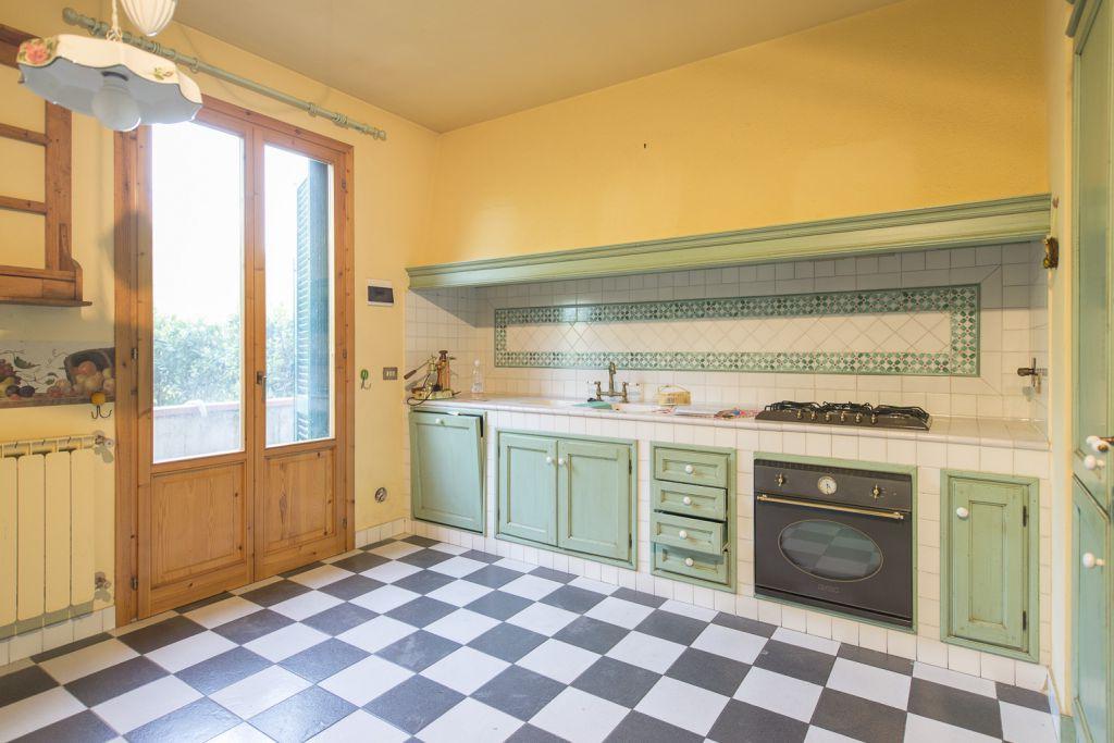 Soluzione Indipendente in vendita a Rignano sull'Arno, 5 locali, zona Località: ROSANO, prezzo € 350.000 | Cambio Casa.it