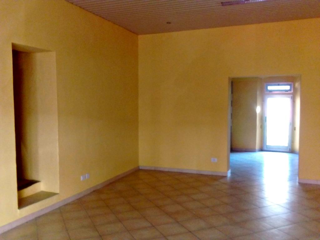 Negozio / Locale in affitto a Pontassieve, 2 locali, prezzo € 550 | CambioCasa.it