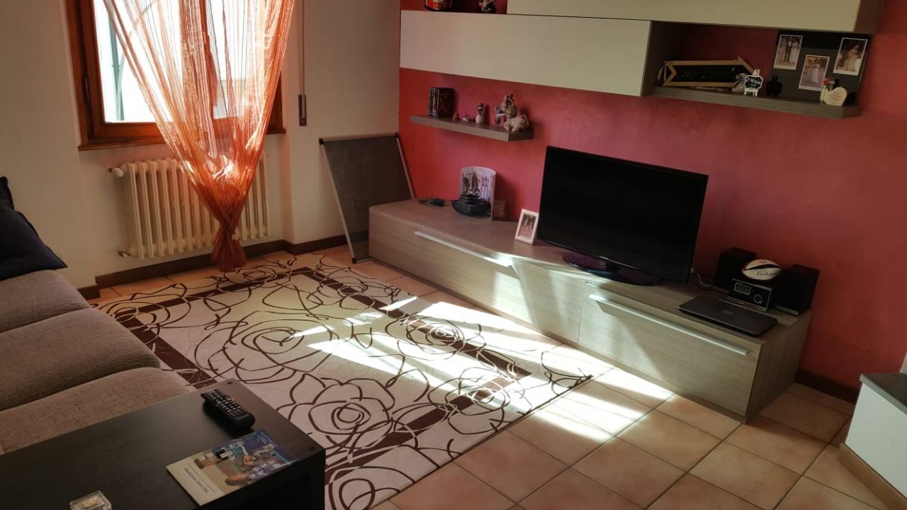 Appartamento in buone condizioni in vendita Rif. 7052128