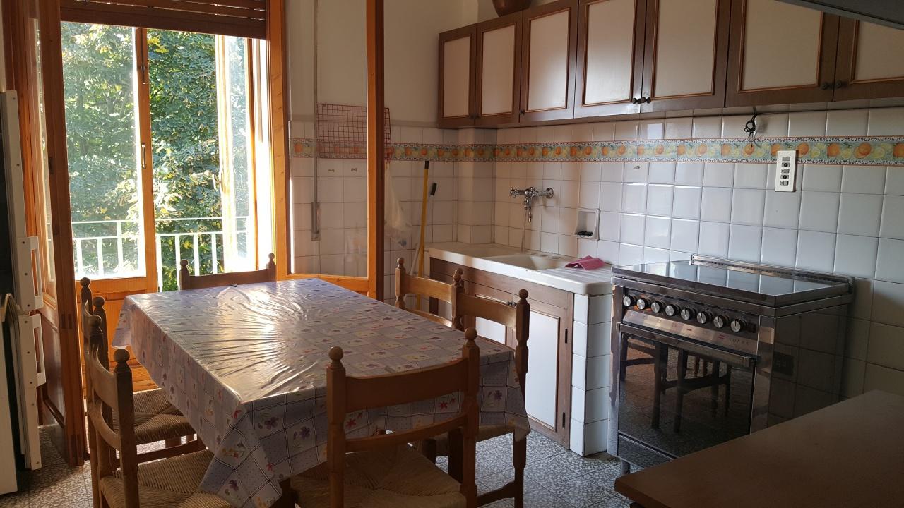Appartamento in discrete condizioni in vendita Rif. 8210092