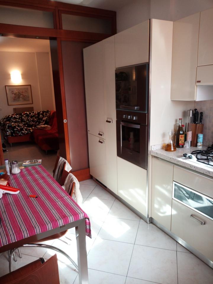 Appartamento in buone condizioni in vendita Rif. 8388255