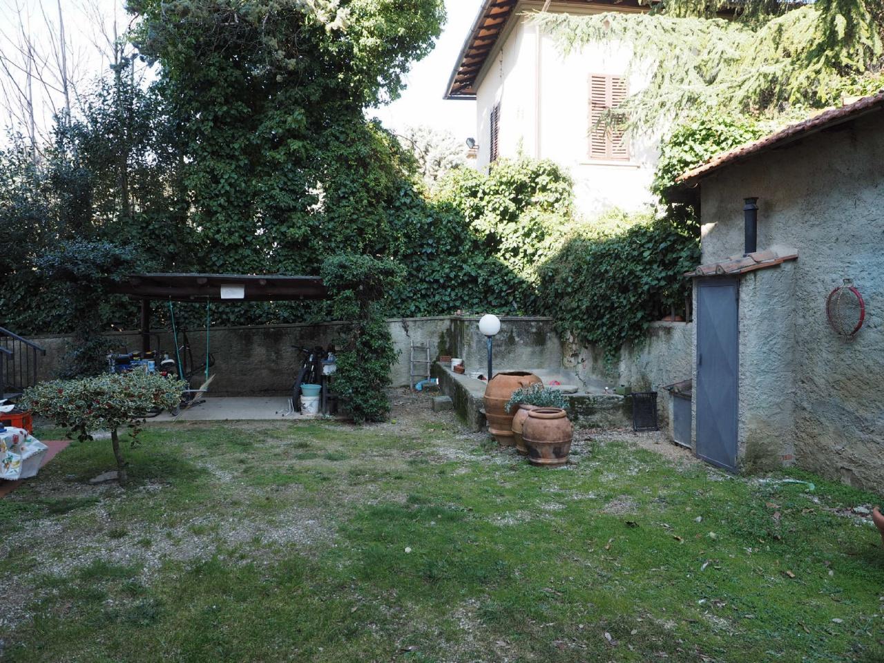 Appartamento in buone condizioni in vendita Rif. 9876661