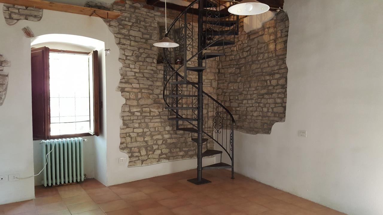 Rustico / Casale in buone condizioni in vendita Rif. 9901258