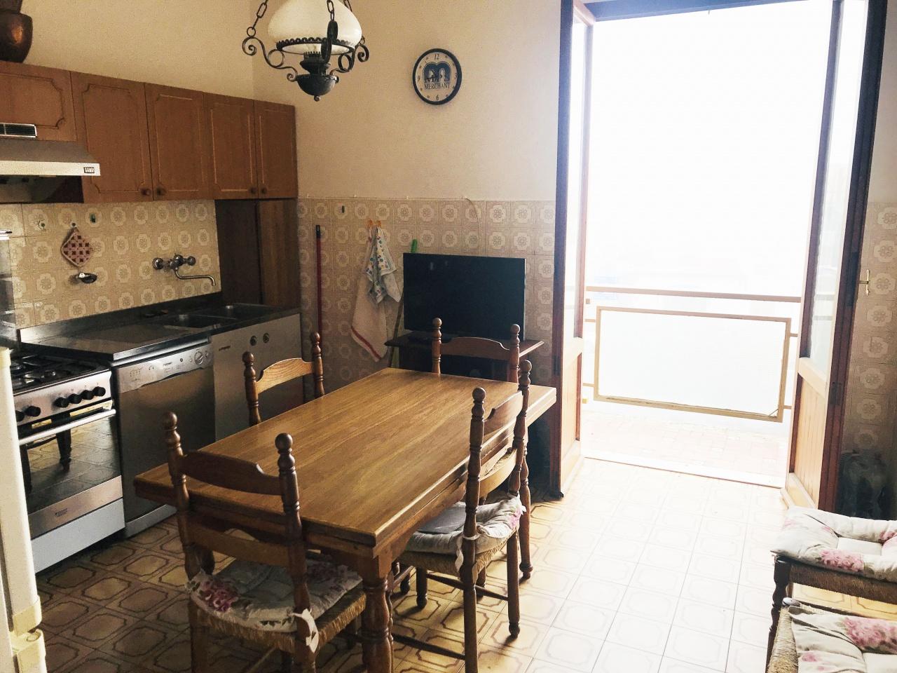 Appartamento da ristrutturare arredato in affitto Rif. 10038217