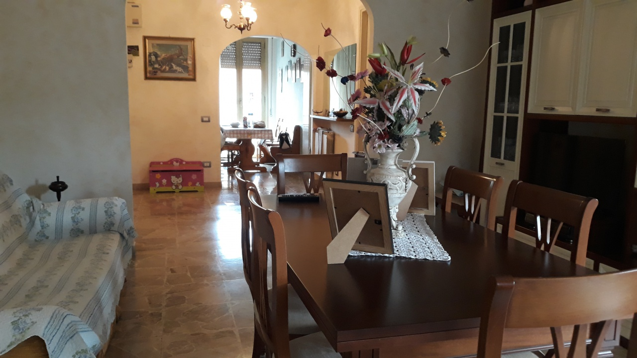 Appartamento in buone condizioni in vendita Rif. 10151303