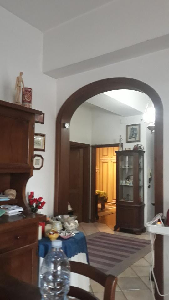 Appartamento in buone condizioni in vendita Rif. 10261016