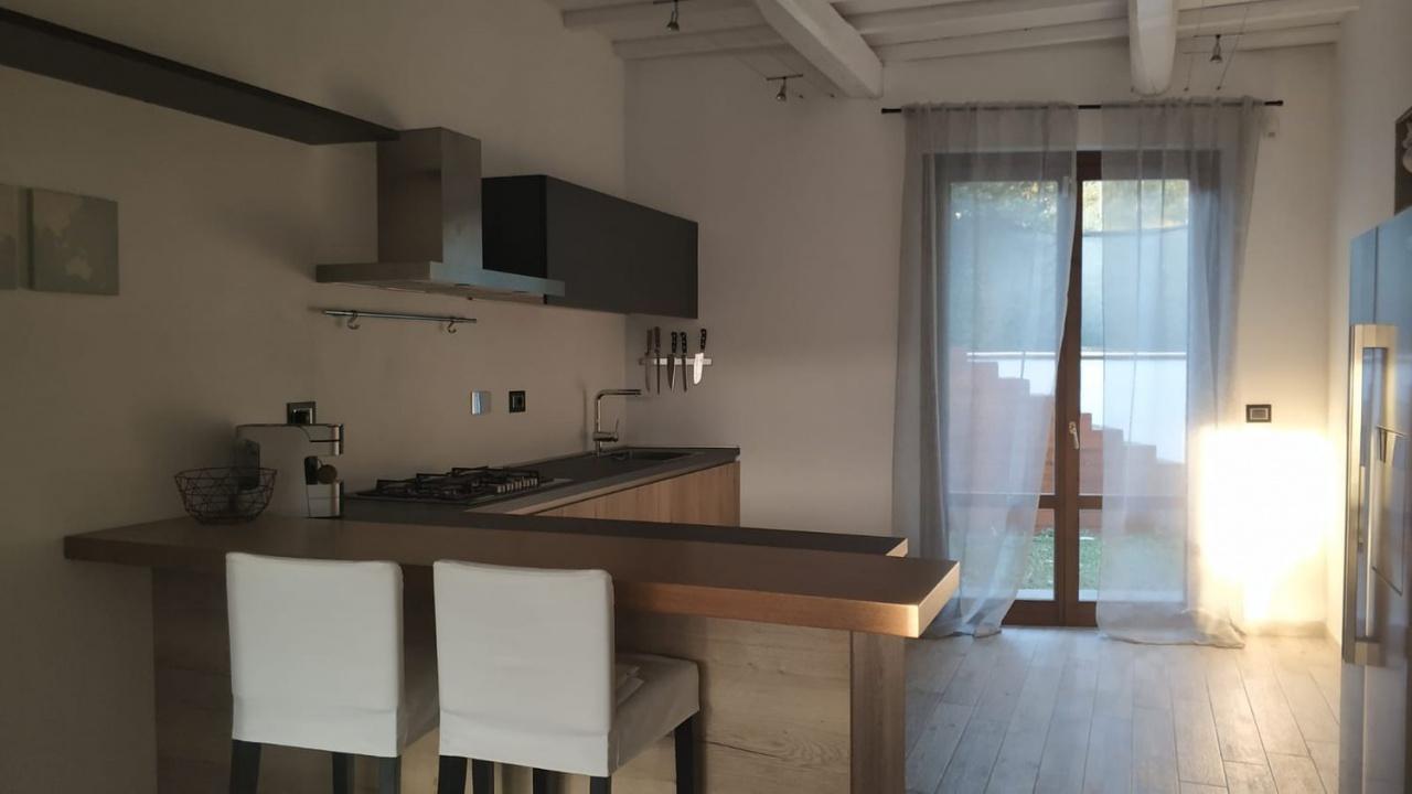 Villetta a schiera in ottime condizioni arredato in affitto Rif. 11297846