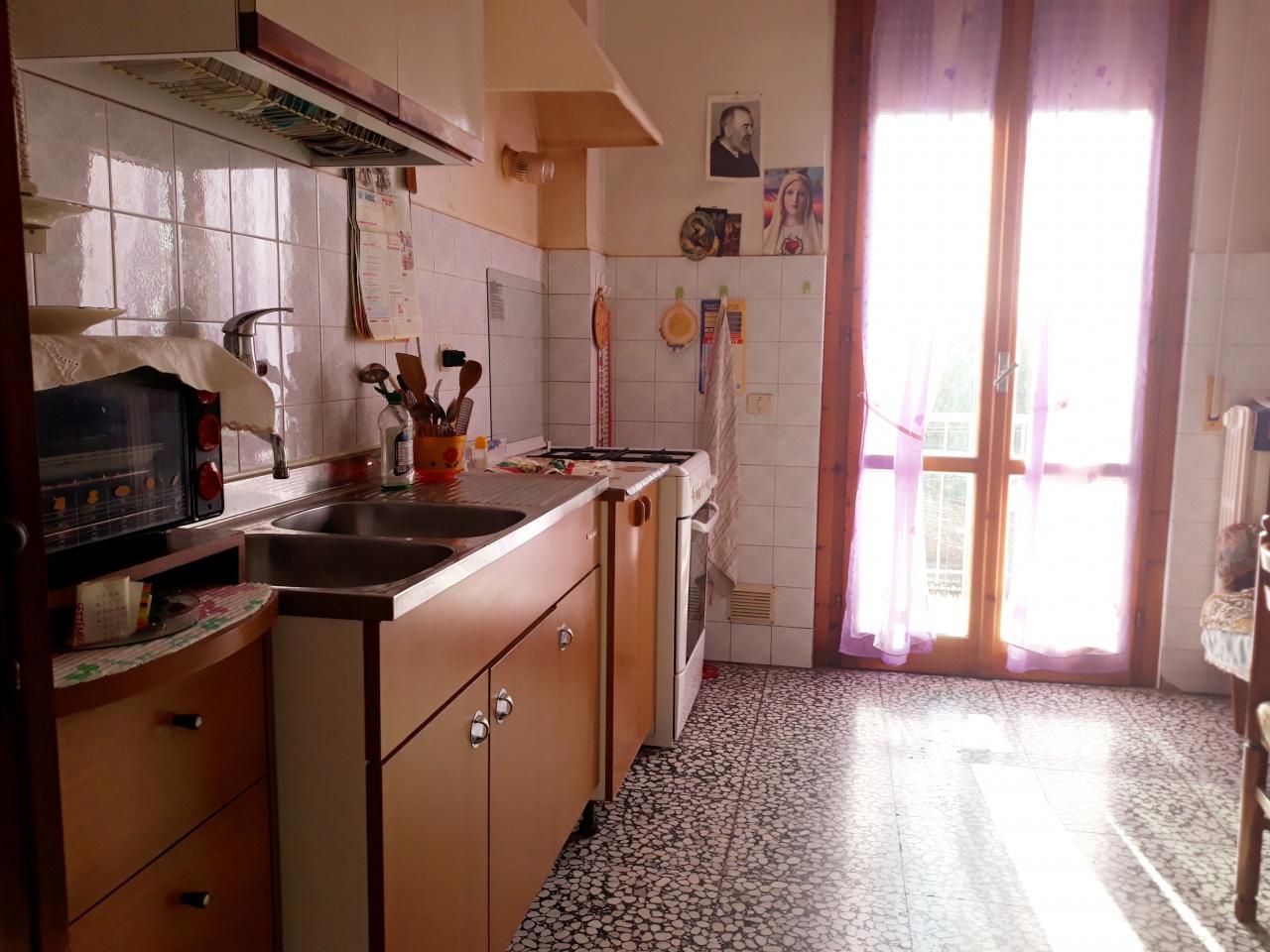 Appartamento da ristrutturare in vendita Rif. 11310456
