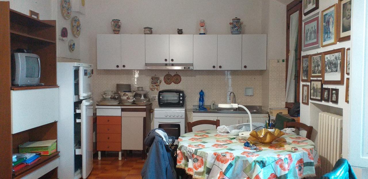 Appartamento da ristrutturare in vendita Rif. 11914496
