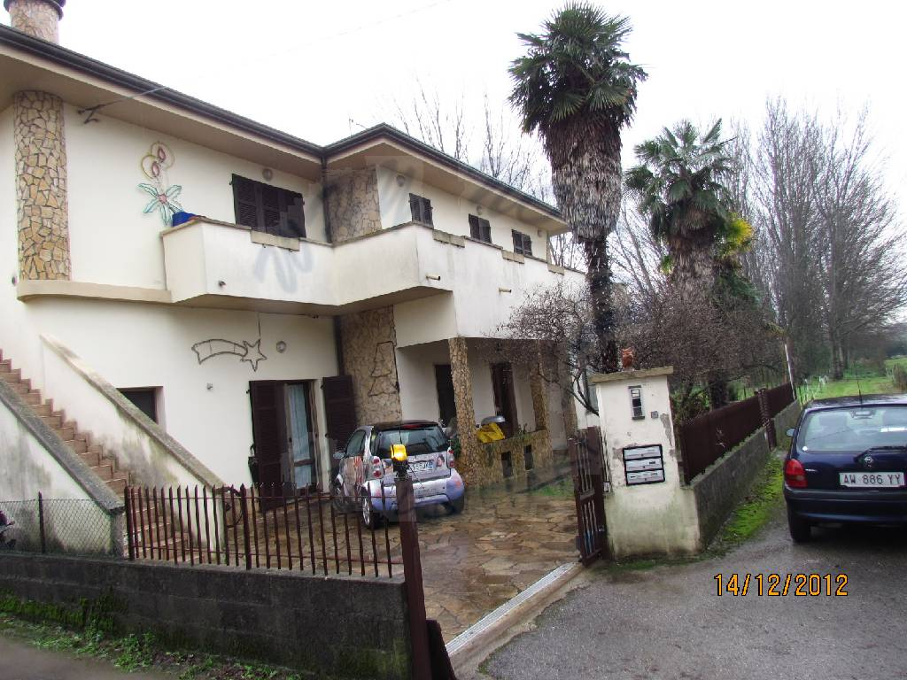 Appartamento in vendita a Lucca, 10 locali, prezzo € 230.000 | CambioCasa.it