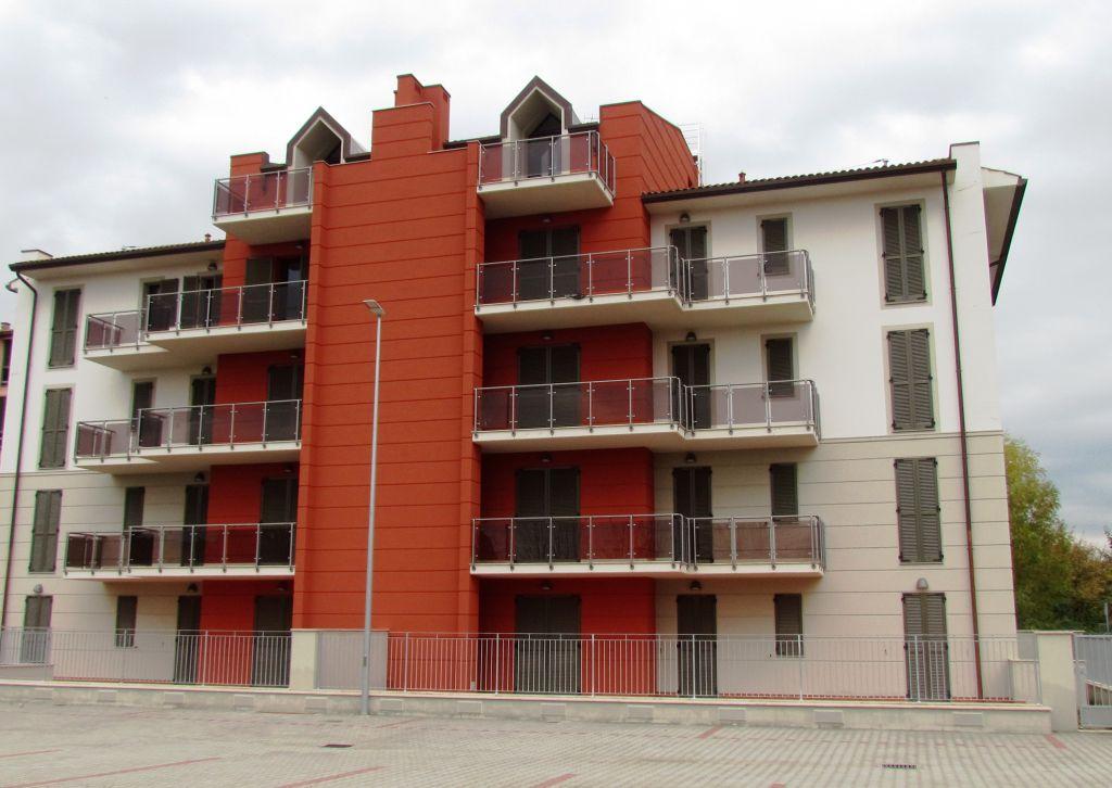 Appartamento in vendita a Lucca, 4 locali, prezzo € 185.000 | CambioCasa.it