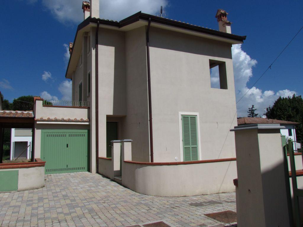 Villa in vendita a Lucca, 6 locali, prezzo € 380.000 | CambioCasa.it