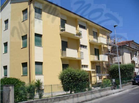 Appartamento in vendita a Lucca, 5 locali, zona Località: ARANCIO, prezzo € 150.000 | Cambio Casa.it