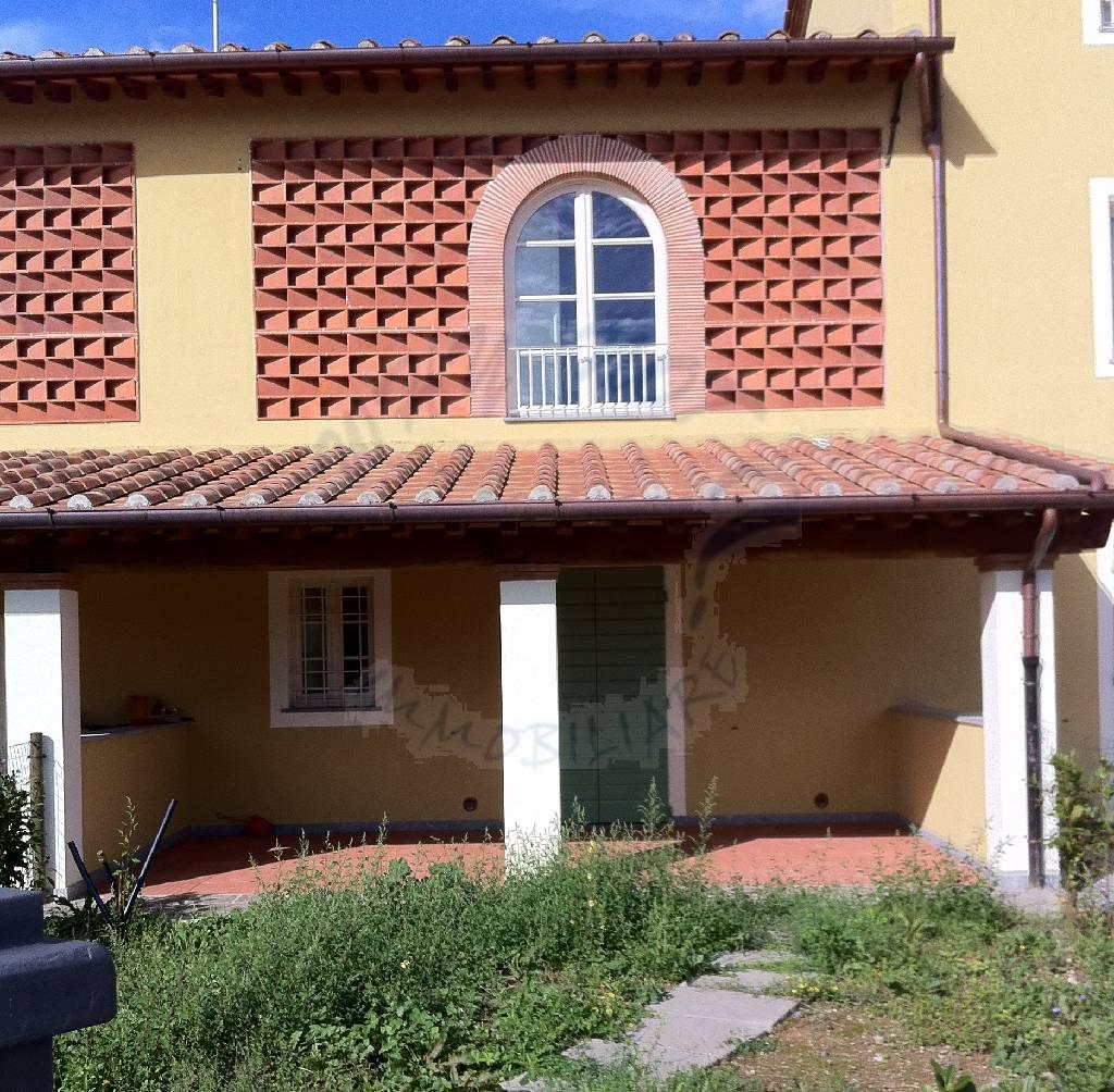 Villa a Schiera in vendita a Lucca, 4 locali, prezzo € 250.000 | CambioCasa.it