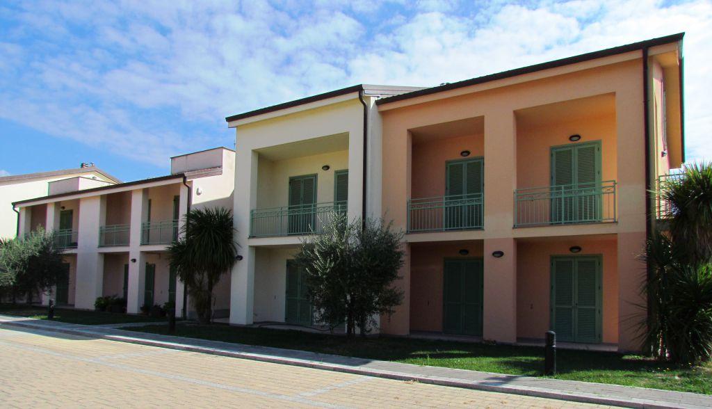 Appartamento in vendita a Lucca, 4 locali, zona Località: SS. ANNUNZIATA, prezzo € 215.000 | Cambio Casa.it