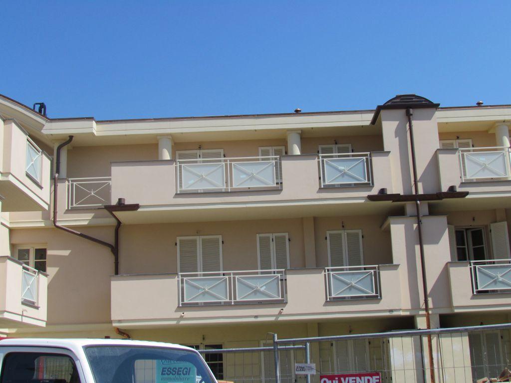 Appartamento in vendita a Lucca, 2 locali, prezzo € 154.000 | CambioCasa.it