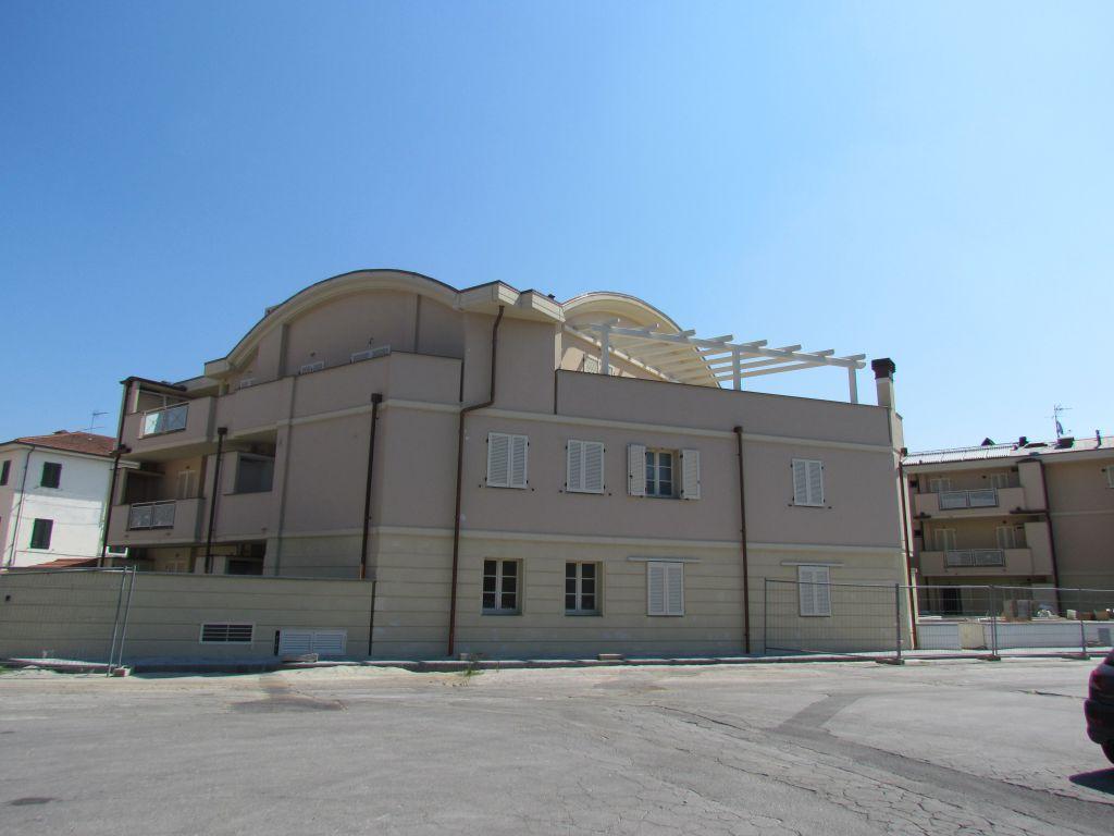 Appartamento in vendita a Lucca, 2 locali, prezzo € 157.000 | CambioCasa.it