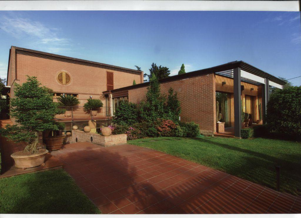 Villa in vendita a Lucca, 5 locali, prezzo € 820.000 | CambioCasa.it