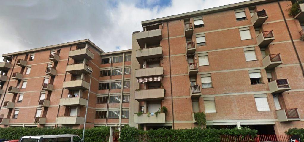 Appartamento in vendita a Lucca, 5 locali, prezzo € 230.000 | CambioCasa.it
