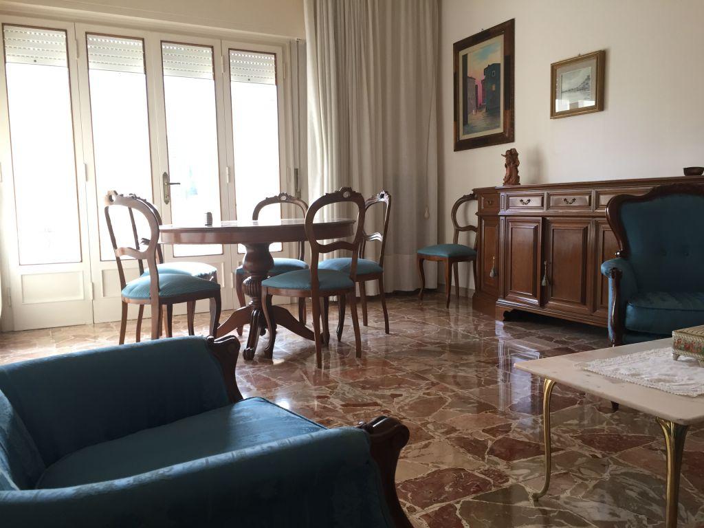 Appartamento in vendita a Lucca, 5 locali, zona Località: ARANCIO, prezzo € 175.000 | Cambio Casa.it