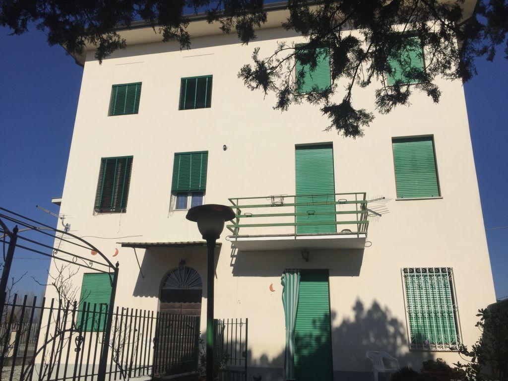 Soluzione Indipendente in vendita a Lucca, 6 locali, zona Località: MUGNANO, prezzo € 200.000 | Cambio Casa.it
