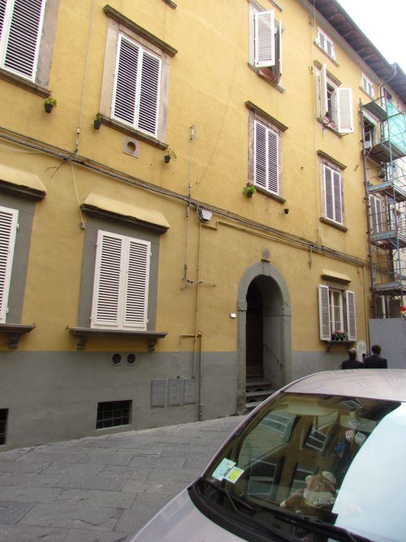 Appartamento in vendita a Lucca, 4 locali, zona Località: CENTRO STORICO, prezzo € 95.000 | Cambio Casa.it