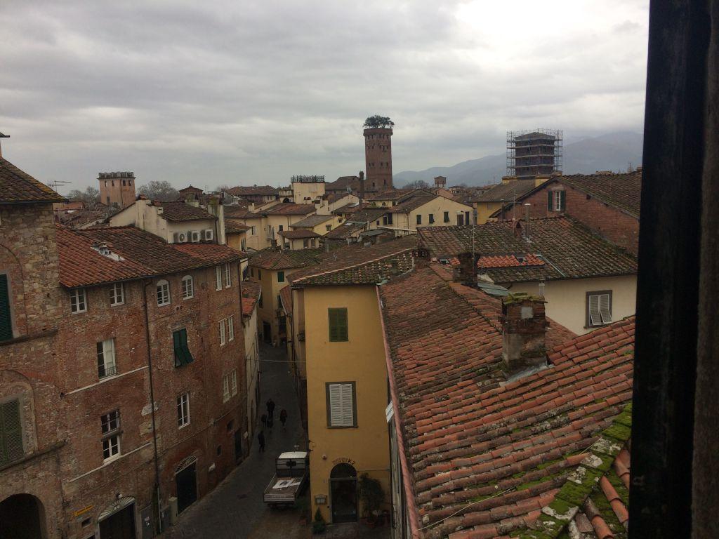Appartamento in vendita a Lucca, 4 locali, prezzo € 170.000 | CambioCasa.it