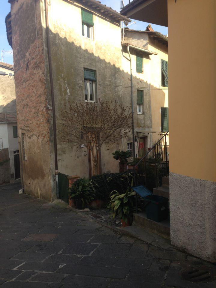 Soluzione Indipendente in vendita a Lucca, 8 locali, zona Località: MONTE SAN QUIRICO, prezzo € 68.000   Cambio Casa.it