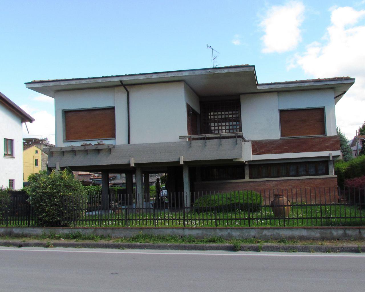 Villa in vendita a Lucca, 7 locali, zona Località: GENERICA, prezzo € 550.000   Cambio Casa.it