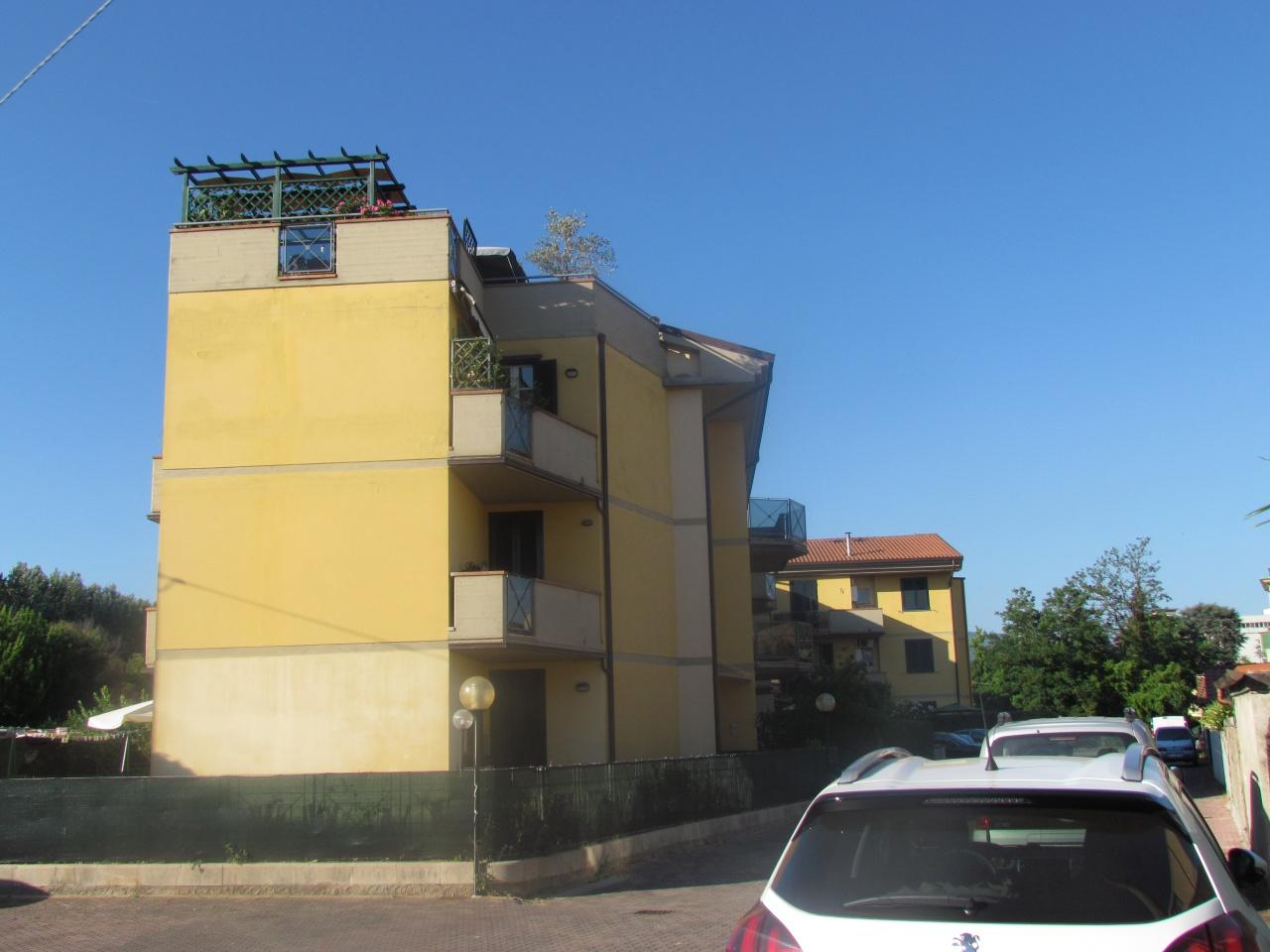 Appartamento in vendita a Lucca, 4 locali, prezzo € 120.000 | CambioCasa.it