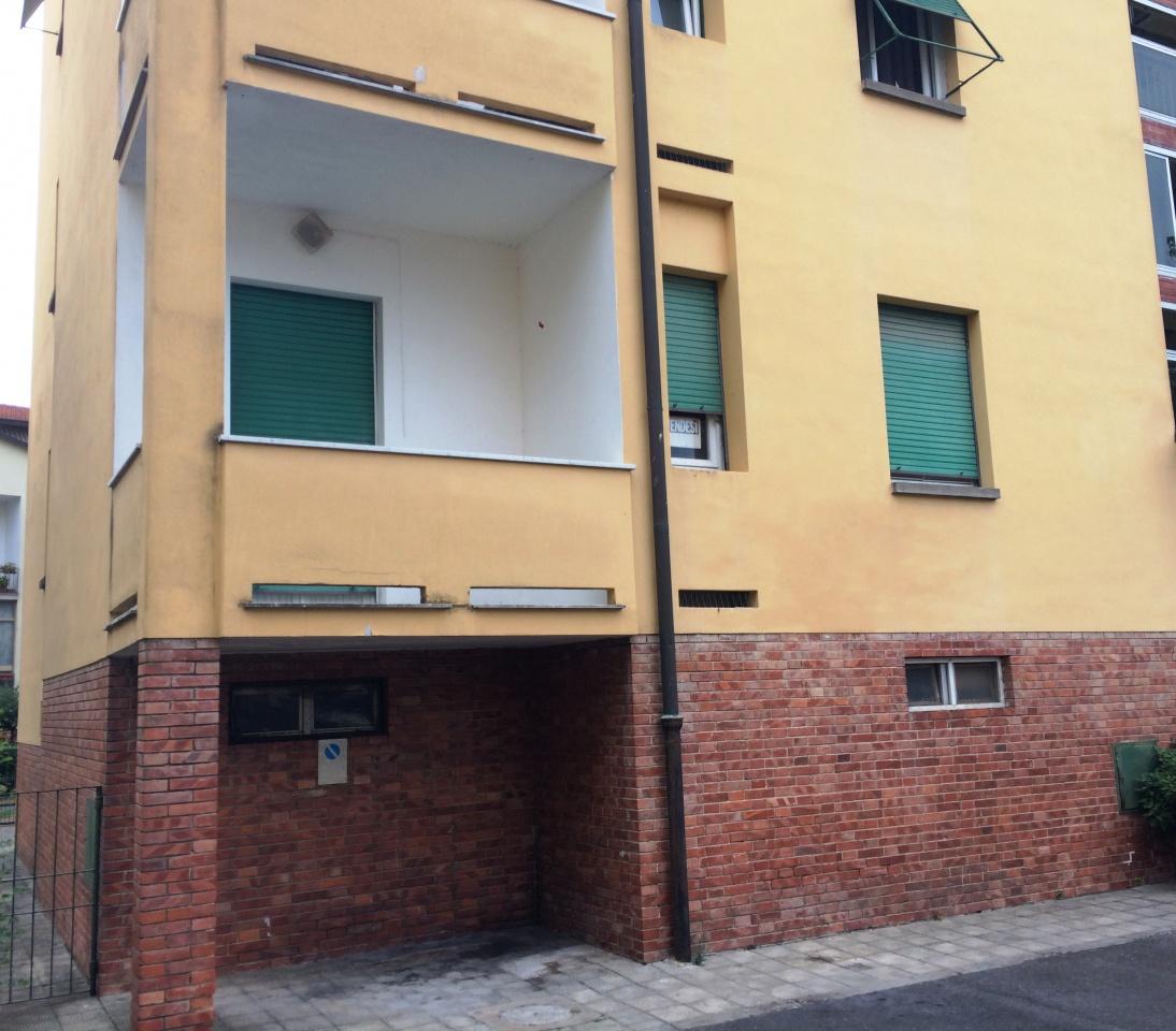 Appartamento in vendita a Lucca, 4 locali, prezzo € 95.000 | CambioCasa.it