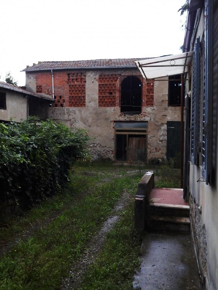 Rustico / Casale in vendita a Lucca, 3 locali, prezzo € 60.000 | CambioCasa.it